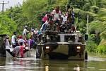 Ničivé záplavy a následné sesuvy zabily na Srí Lance téměř 150 lidí a více než 100 se pohřešuje