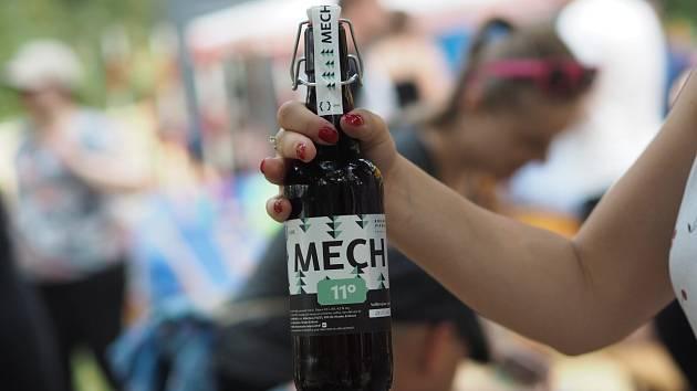 Zatím posledním zástupcem ve světě vysokoškolských pivovarů se stala Univerzita Hradec Králové.Ta přišla se svým zlatavým mokem Mech, který si nechává vařit v lokálním Rodinném pivovaru 713.
