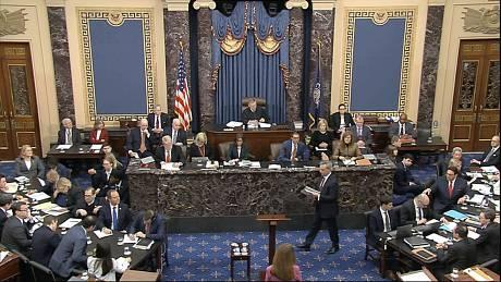 Šéf týmu obhajoby Donalda Trumpa Pat Cipollone se chystá k proslovu v americkém Senátu