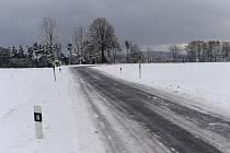 Namrzlá silnice. Ilustrační snímek