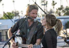 ZATÍM SPOLU. Bradley Cooper a Lady Gaga(Norman a Esther) v remaku A Star is Born.