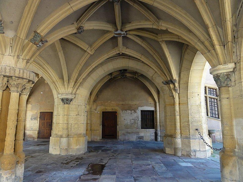 V městě Ensisheim dodnes najdeme v architektuře mnohé připomínky jeho středověké minulosti