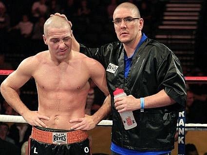 Zklamaný anglický boxer Matthew Hall.