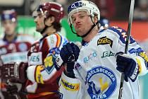 Martin Adamský se raduje chvíli potom, co vstřelil druhý gól Plzně do sítě Sparty.