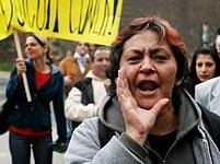 Demonstrace Romů za odstoupení Jiřího Čunka před Úřadem vlády
