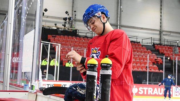 Hokejový reprezentant Matěj Blümel na tréninku vRize.