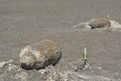 Ruské letecké bomby nalezené na poli u Štúrova