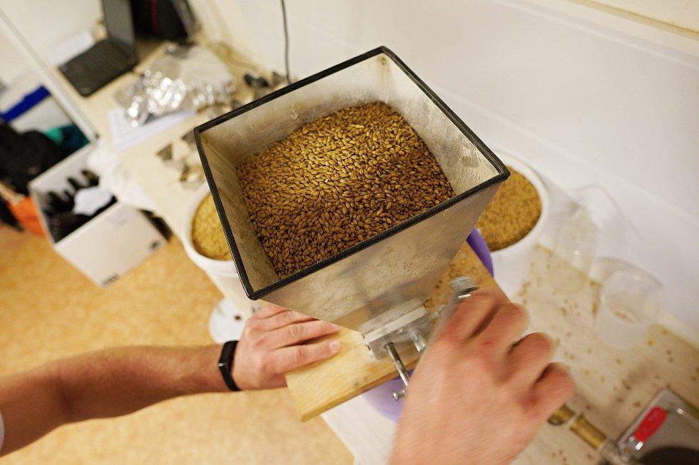 V Brně vařili pivo podle 200 let starého historického postupu. Zaznamenal ho legendární sládek František Ondřej Poupě.