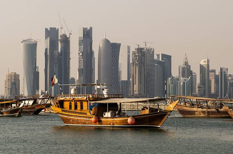 Hlavním městem Kataru je Dauhá. Jde o největší město v zemi, typické je zejména moderními mrakodrapy. Sem se přesunulo i množství obyvatel z pobřeží. Právě po nich zůstala města duchů.