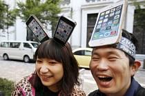 Společnost Apple začíná prodávat nové modely telefonu iPhone.