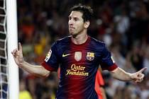 Kanonýr Barcelony Lionel Messi se raduje z gólu proti Realu Madrid.