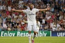 Karim Benzema z Realu Madrid se raduje z gólu proti Basileji.