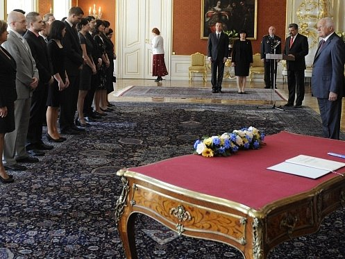 Prezident Václav Klaus jmenoval 2. května v Praze nové soudce