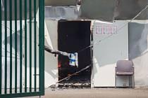 Na düsseldorfském výstavišti vypukl rozsáhlý požár haly, která v současnosti slouží jako ubytovna pro žadatele o azyl.