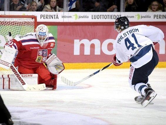 Brankář Šimon Hrubec a Fin Antti Pihlström.