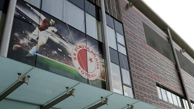Fotografie legendárního slávisty Josefa Bicana na stadionu Edenu.