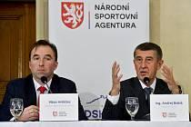Zleva předseda Národní sportovní agentury (NSA) Milan Hnilička a premiér Andrej Babiš (ANO)