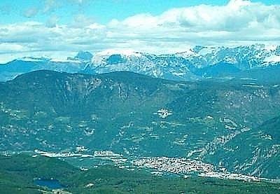 Město Laives, kde pachatel naložil do vozu svou poslední oběť