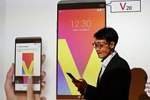 Jihokorejský výrobce elektroniky LG Electronics dnes představil nový chytrý telefon V20, který bude na trhu soupeřit například s přístroji iPhone amerického konkurenta Apple.
