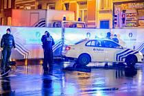 Dva muži, po kterých pátrá francouzská policie v souvislosti s útoky v Paříži, byli letos v Řecku zaregistrováni jako žadatelé o azyl.