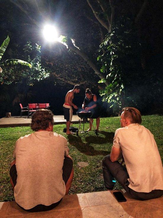 Večerní grilování na Réunionu