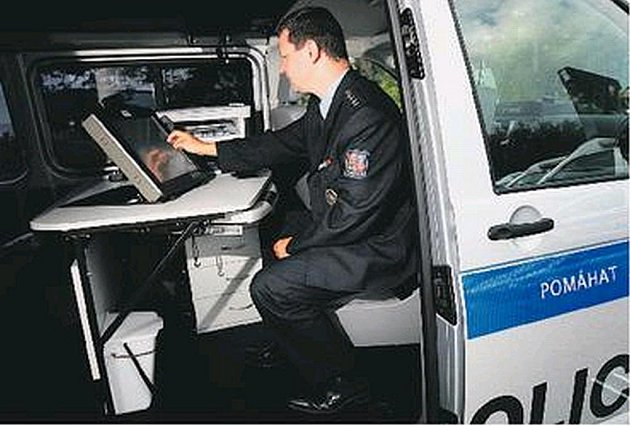Policisté mohou plně využívat mobilní kanceláře.
