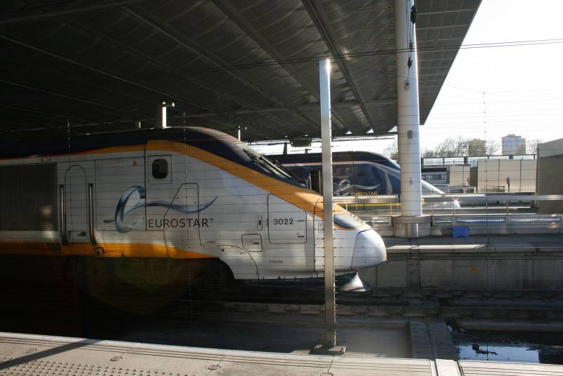 Vlak společnosti Eurostar na londýnském nádraží St Pancras