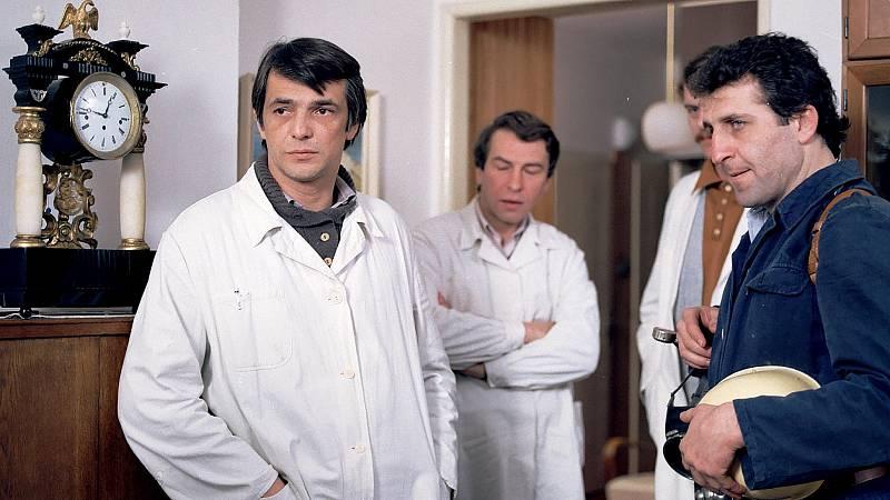 Bílý plášť mu v seriálu Sanitka přinesl popularitu.