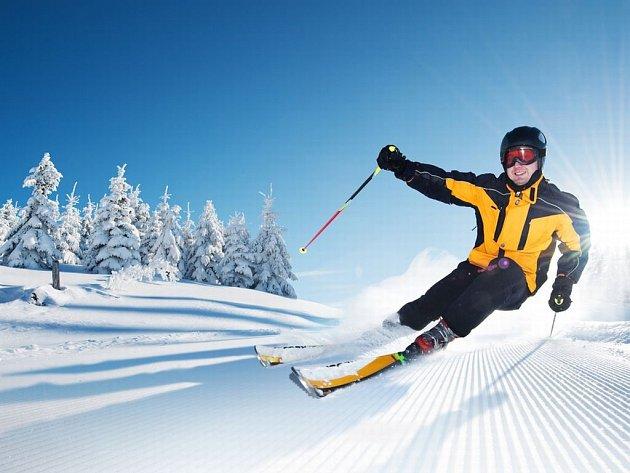 Přinášíme nejlepší tipy na lyžování v Česku i v zahraničí.