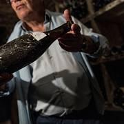 Vydražené lahve vína z doby Ludvíka XVI.