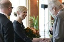 Kateřina Valachová (nestraník za ČSSD) je novou ministryní školství, mládeže a tělovýchovy. Na Pražském hradě dnes převzala jmenovací dekret z rukou prezidenta Miloše Zemana.
