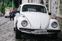 Ikona brazilského Volkswagenu, nesmrtelný Brouk, na snímku z Ria