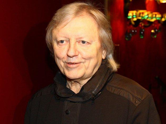 Václav Neckář už zdolal virózu a zkouší na turné.