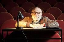 Režisér, herec, spisovatel a učitel Arnošt Goldflam Deníku vyprávěl o své inscenaci Dardy v pražském Divadle Na Jezerce.