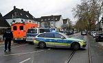 Policejní manévry v Bochumi. Ozbrojený muž držel na benzínce rukojmí