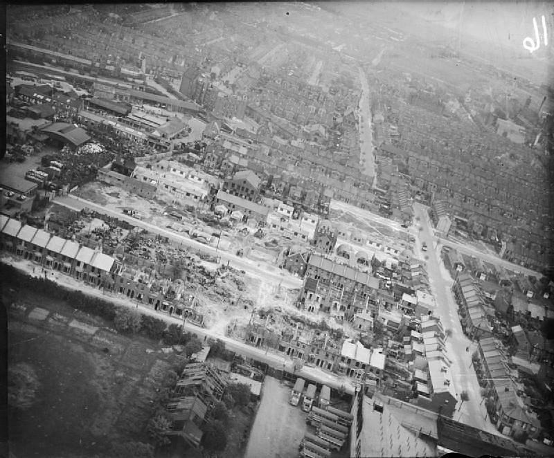 Přes 1300 raket V2 bylo vypáleno na konci války na Londýn. Ve městě zabily celkem přes 9 tisíc lidí. Zde je zachycen rozsah škod po dopadu rakety v lednu 1945.