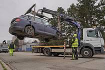 Blokové čištění a nakládání aut nezodpovědných řidičů v brněnských Žabovřeskách,
