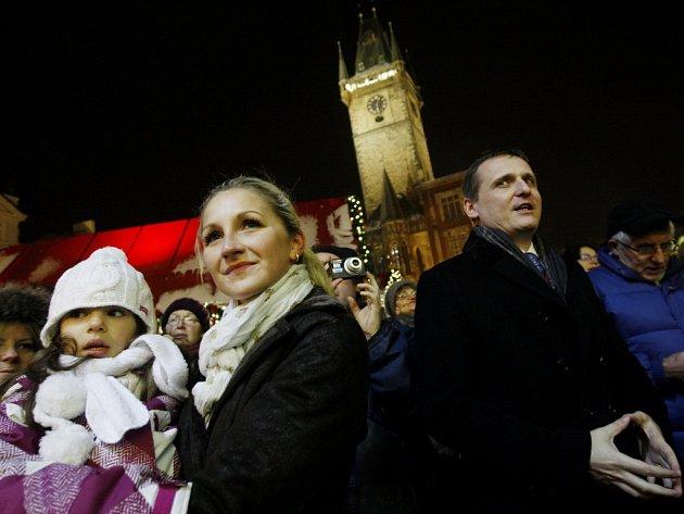 I na pražském Staroměstském náměstí se 12. prosince zpívaly koledy v rámci akce Deníku Česko zpívá koledy. Na snímku Vít Bárta.