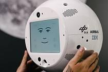 CIMON je první robot s umělou inteligencí přizpůsobený stavu beztíže.
