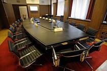 Zasedací místnost bankovní rady České národní banky (ČNB) - ilustrační foto