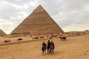 Ráj pyramid. Egypt má krásné pláže i prastarou historii. Tuto idylu však čas od času naruší teroristické útoky