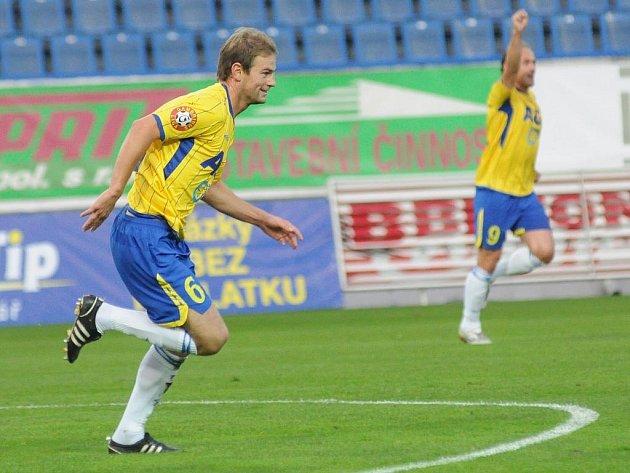 Teplický Vlastimil Vidlička slaví gól v brance Liberce.