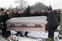 V sobotu se uskutečnil pohřeb známého baskytaristy skupiny Katapult Jiřího Šindeláře.