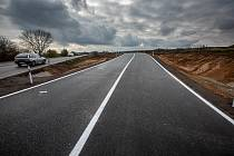 Úsek jihočeské D4 bude vůbec první soukromou dálnicí vČesku. Autostrádu soukromníci za tři roky a osm měsíců postaví a následně ji budou 25 let provozovat.Řidiči by se po ní měli projet v říjnu roku 2024. Iustrčaní foto