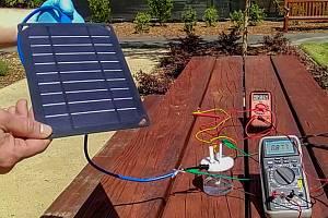 Prototyp zařízení, které pomocí solární energie vyrobilo vodík z vody Sanfranciského zálivu.