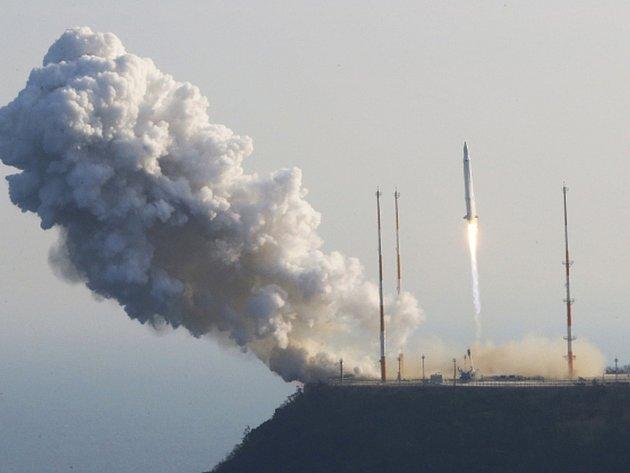 Severní Korea hodlá u příležitosti říjnového 70. výročí založení vládnoucí Korejské strany práce vypustit neupřesněný počet družic na raketách dlouhého doletu.