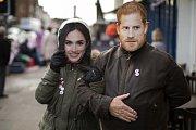 V Británii se těší na nadcházející královskou svatbu.