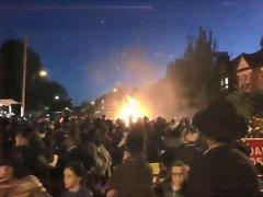 Exploze vatry během oslav svátku Lag ba-omer
