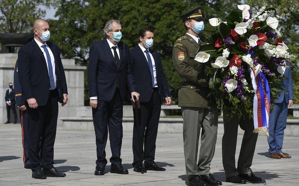 Pietní akt na pražském Vítkově u příležitosti 75. výročí konce druhé světové války. Na snímku prezident Miloš Zeman