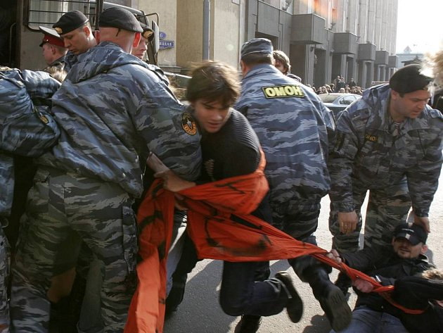 V Moskvě proběhlo hned několik demonstrací. Všechny hlídali policisté.